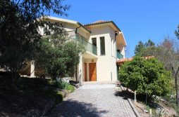 Detached country house (M2) with land, chalet and squash court, Vila Chã, Tábua