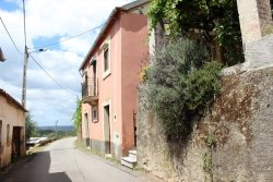 Detached house and garage to renovate with terrain and beautiful view, Côja, Arganil