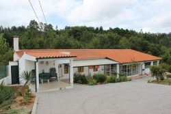 Spring Offer: Detached house with garage and fenced garden, Vale de Fereirros, Tábua