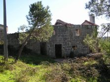 Quietly situated quinta with 4 hectares land, a house and outbuilding for restoration, Ervedal the Beira, Oliveira do Hospital