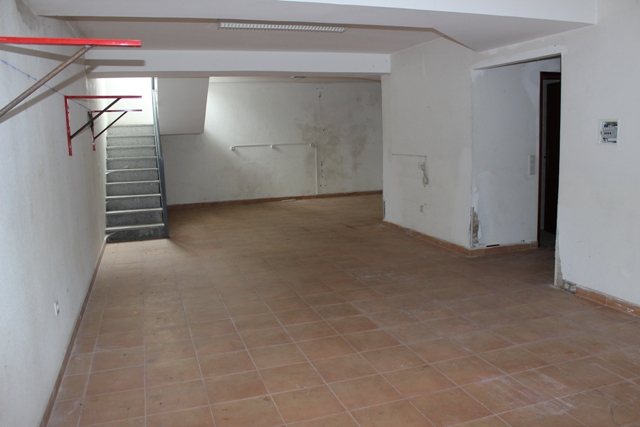 Commercial space of 130 m², Tábua