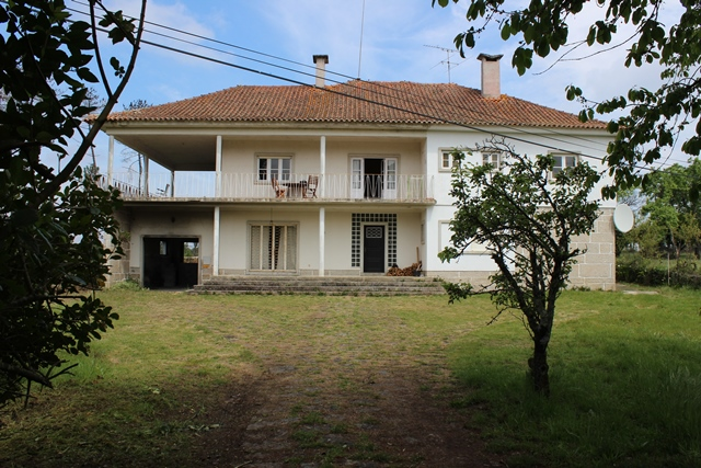 Spacious detached house with outbuildings and land, Várzea de Candosa, Tábua