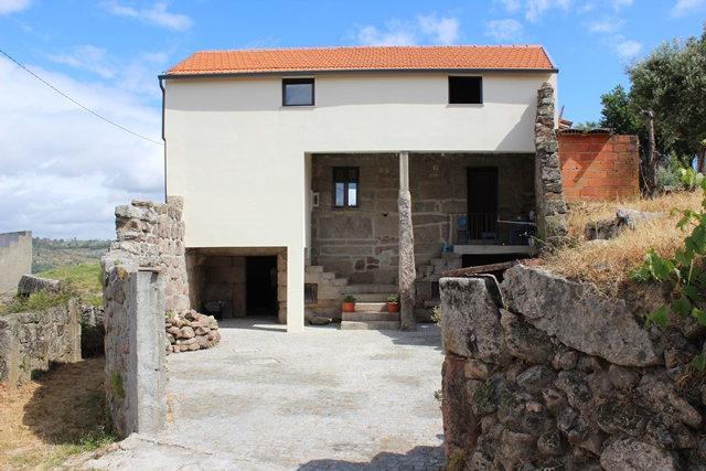 Granite house with land and ruins, Vale de Ferro, Oliveira do Hospital