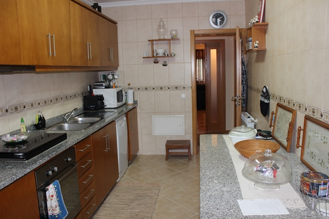 Three bedroom apartment in good condition in Tábua