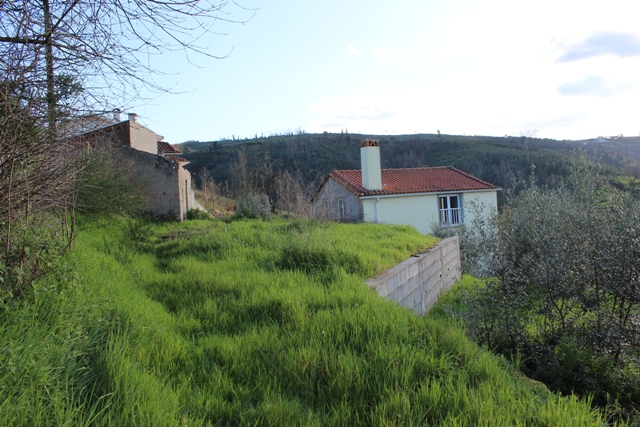 Detached house to renovate with beautiful view, Vila Cova de Alva, Arganil