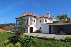 Quinta with habitation house, outbuildings, 1,2 ha and nice views, Anceriz, Arganil