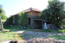 Detached house to restore with garden and views, Figueiral, Tondela
